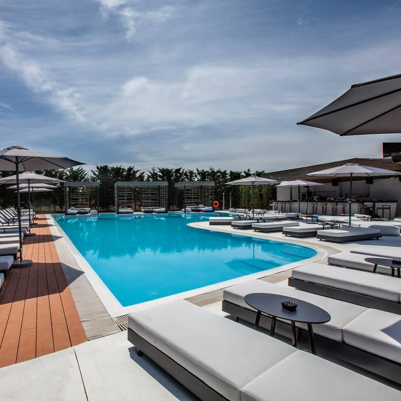 Η πισίνα μας σας περιμένει...